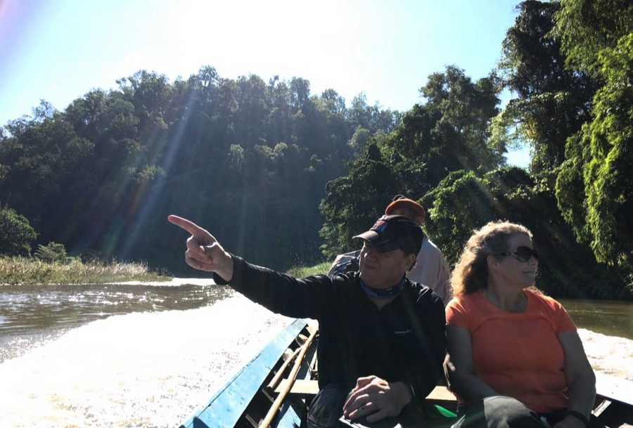 TH_boat_to_longneck_pointing_JW